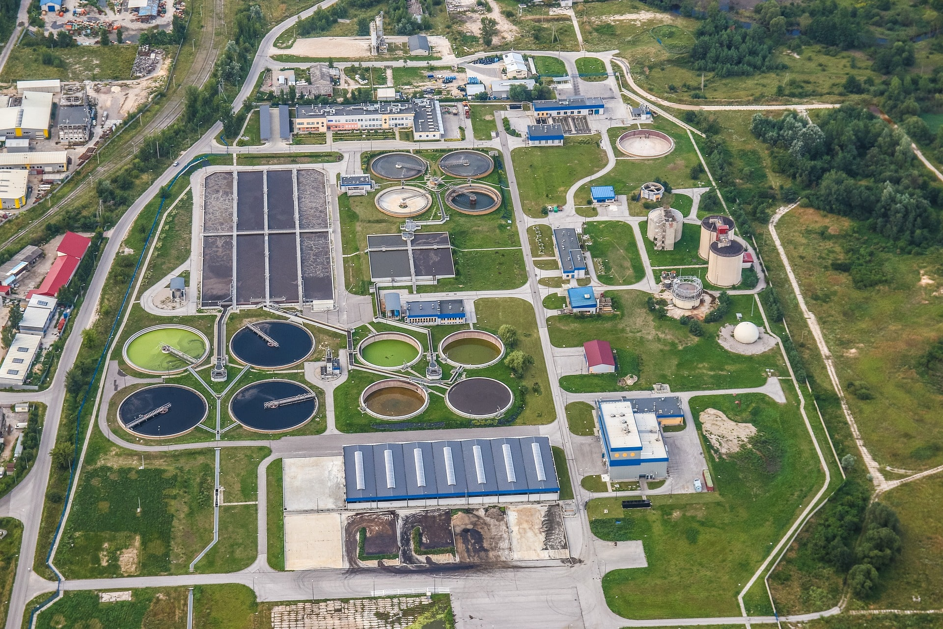 treatment-plant-wastewater-2826988_1920-min
